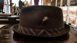 BSFA-16602B : BLACK SIGN & galcia /HAT & LAPEL-PIN