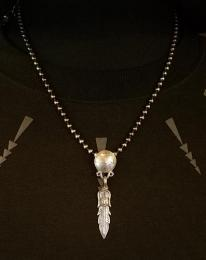18NT-MPF001 : PENDANT / M,PESO & FEATHER
