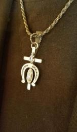 17NT-CR003 : PENDANT / CROSS & HORSESHOE & MARIA